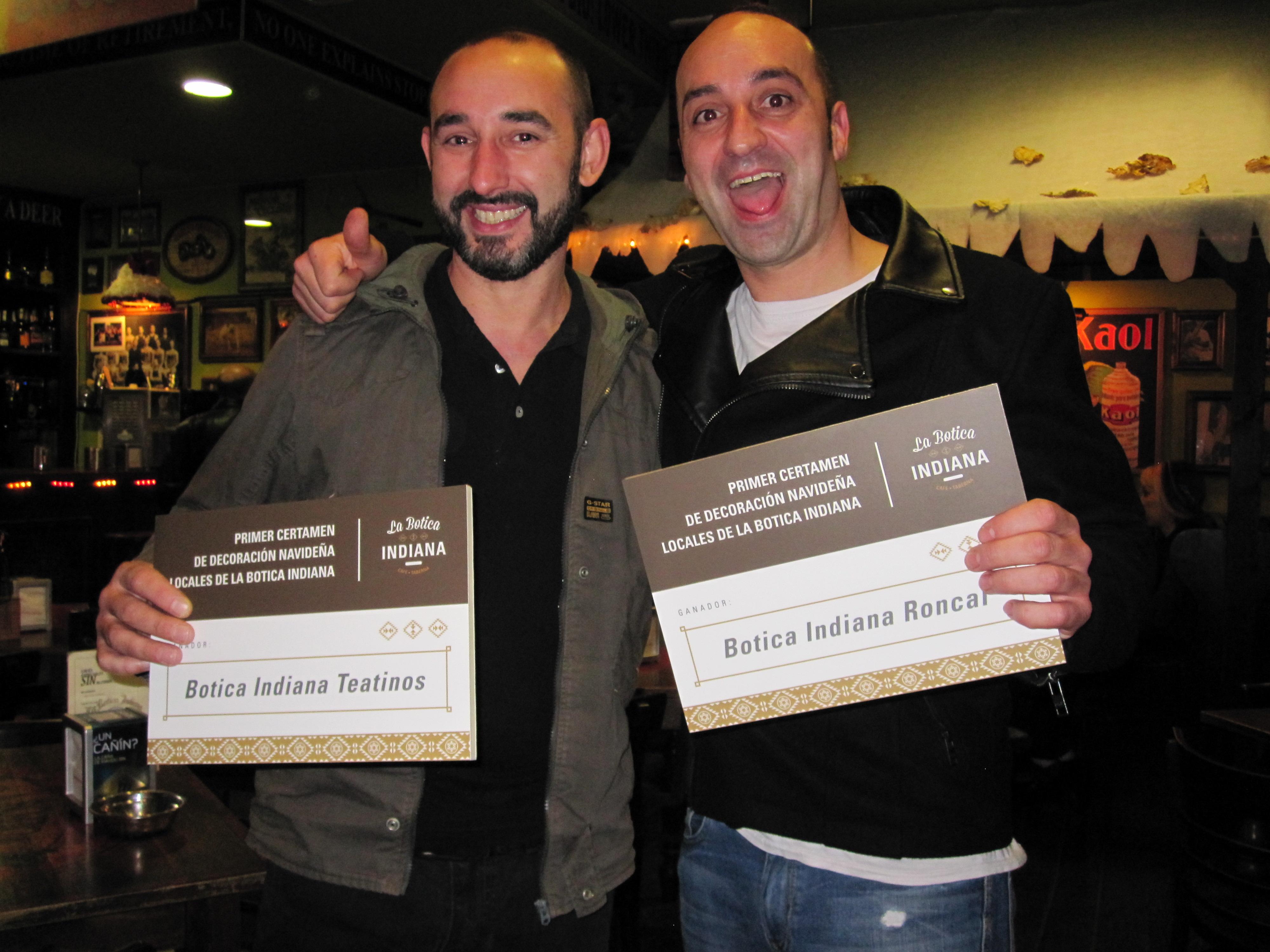 Fran y Toni con el premio