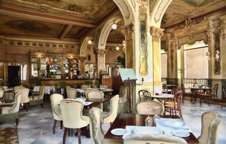 Café Royalty