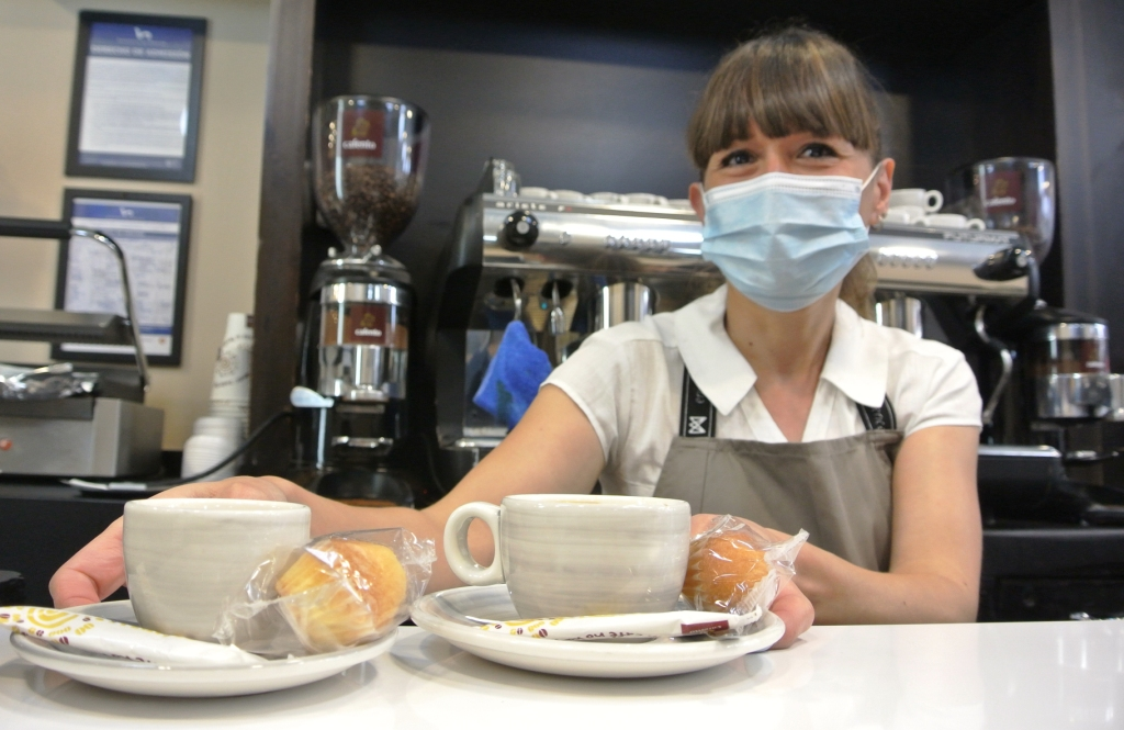 Verónica encargada del Café Gil de Jaz
